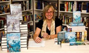 Bookstores - Bakka3 Julie