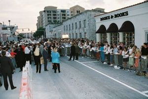 A crowd waited in a line eight blocks long to meet President Clinton at Books & Books in 2004. (Susie Horgan)